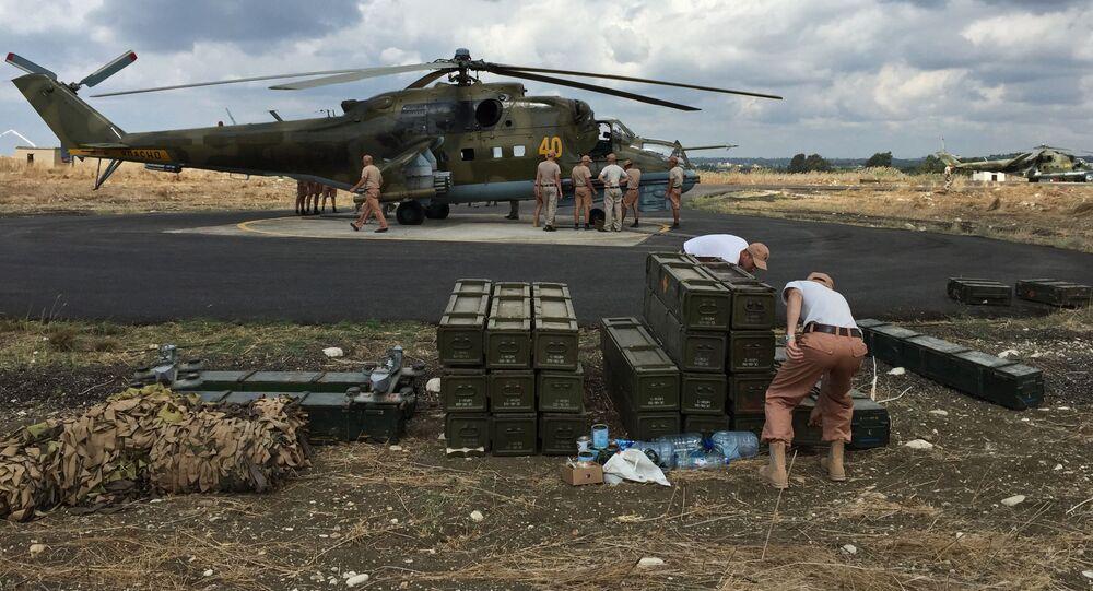 Vrtulník Mi-24 na základně Hmímím v Sýrii