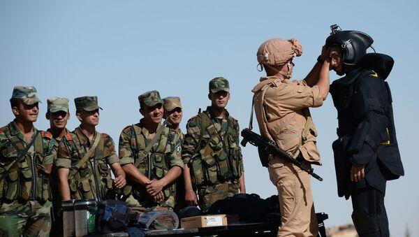 Příslušník ruské armády učí syrské vojáky - Sputnik Česká republika