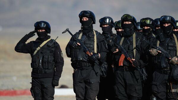 Kyrgyzští vojáci během společných rusko-kyrgyzských cvičení Rubež 2016 - Sputnik Česká republika