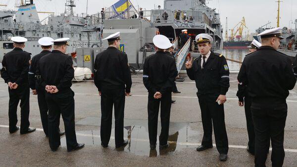 Ukrajinští námořníci u lodě Hetman Sagajdačnyj - Sputnik Česká republika