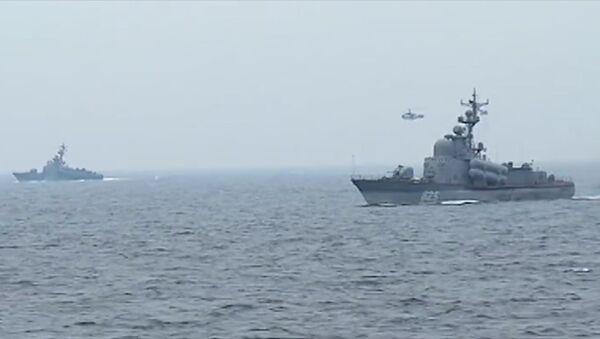 Lodě Baltské flotily uspořádaly střelby z děl na vodní a vzdušné cíle - Sputnik Česká republika
