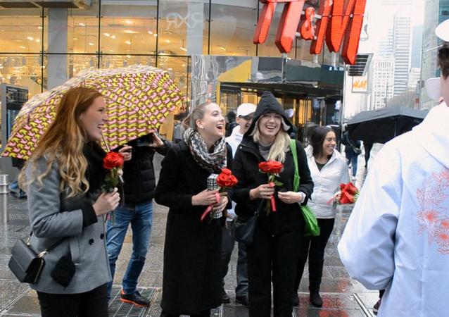 Aktivisté blahopřejí ženám k MDŽ na Manhattanu