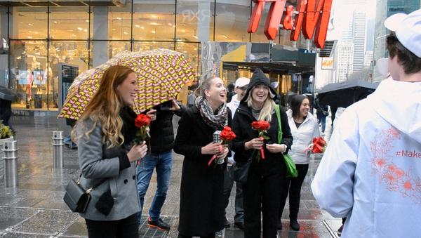Aktivisté blahopřejí ženám k MDŽ na Manhattanu - Sputnik Česká republika