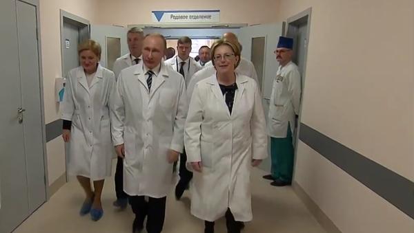 Putin navštívil nové prenatální centrum v Brjansku - Sputnik Česká republika