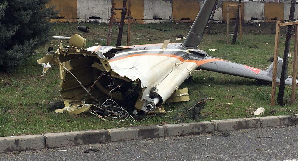 Trosky letadla, které se zřítilo v Istanbulu