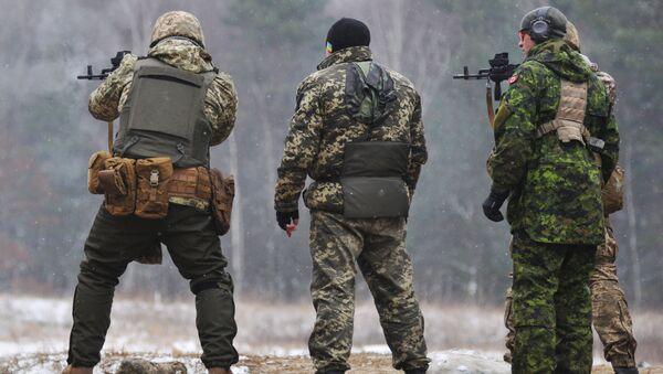 Kanadští instruktoři cvičí ukrajinské vojáky - Sputnik Česká republika