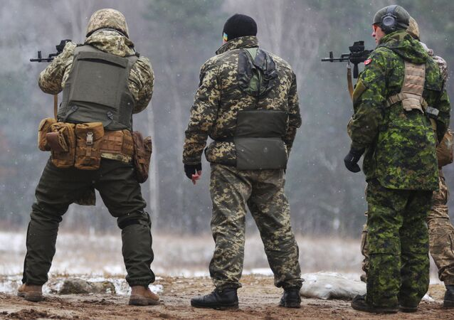 Kanadští instruktoři cvičí ukrajinské vojáky