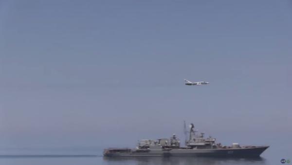 Ruská stihačka podruhé prolétá nad americkým torpédoborcem v Černém moři - Sputnik Česká republika