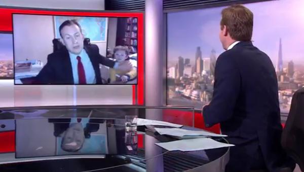 Děti div nepřerušily živý přenos BBC - Sputnik Česká republika