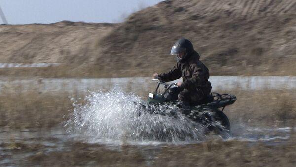 V Kaluze proběhly testy kompaktního ultralehkého terénního motocyklu - Sputnik Česká republika