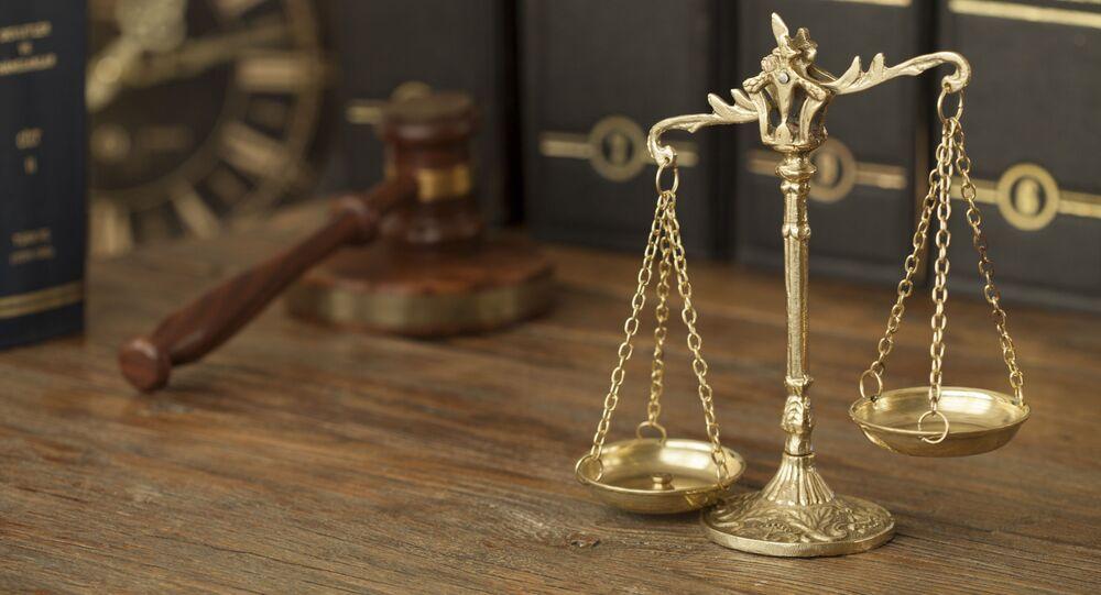 Весы Фемиды, судейский молоток и юридическая литература