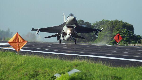 Истребитель F-16 тайваньских ВВС - Sputnik Česká republika