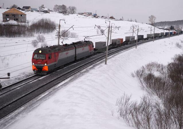 Nákladní vlak na Transsibiřské magistrále