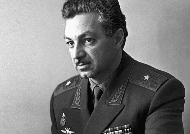 Slavný zkušební letec Hrdina Sovětského svazu Stěpan Mikojan