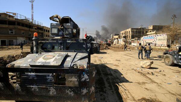 Irácká obrněná vozidla v Mosulu během bojů s IS - Sputnik Česká republika