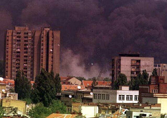 Jugoslávské město Novi Sad během bombardování ze strany NATO