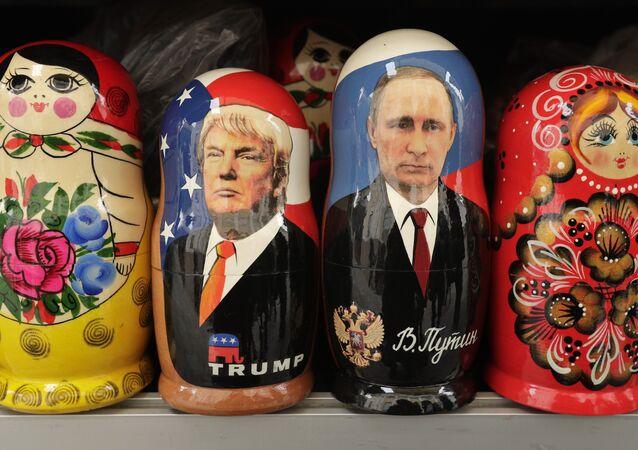 Matrjošky se zobrazením Vladimira Putina a Donalda Trumpa