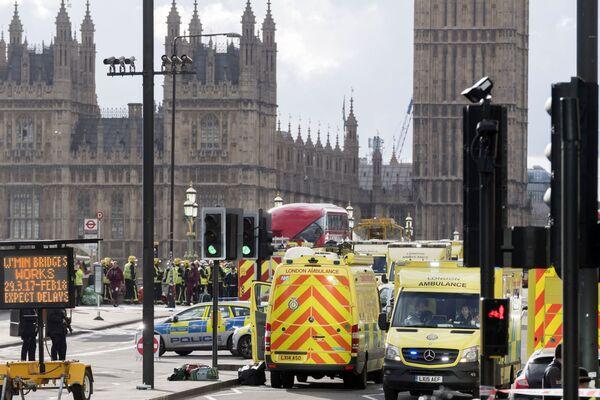 Policie obklíčila budovu v blízkosti britského parlamentu - Sputnik Česká republika