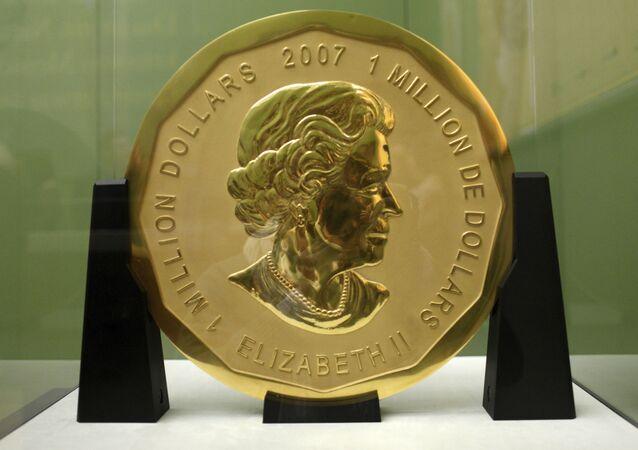 Z berlínského muzea byla ukradena zlatá mince v hodnotě milionu dolarů