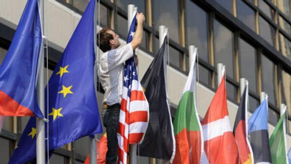 Vlajky států EU a USA - Sputnik Česká republika