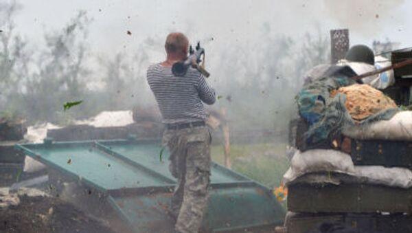 Voják Ozbrojených síly Ukrajiny v předměstí  Doněcku - Sputnik Česká republika