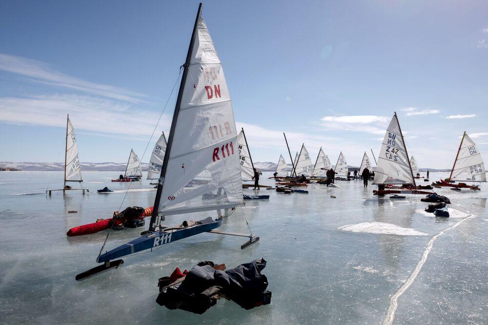 Závody ledních jachet na Bajkalu