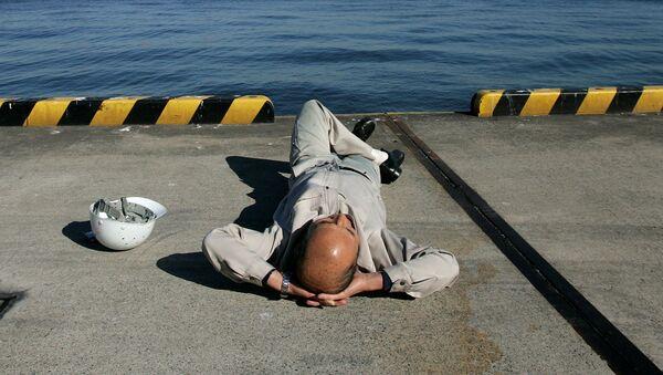 Dělník odpočívá v Tokiu - Sputnik Česká republika