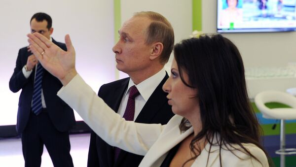 Ruský prezident Vladimir Putin a šefredaktorka RT Margarita Simonjanová - Sputnik Česká republika
