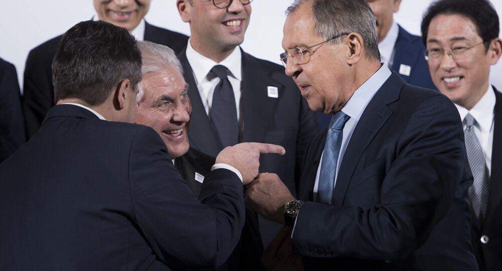 Americký ministr zahraničí Rex Tillerson a šéf ruské diplomacie Sergej Lavrov