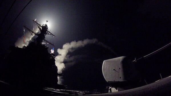 Útok USA na vojenskou základnu v Sýrii - Sputnik Česká republika
