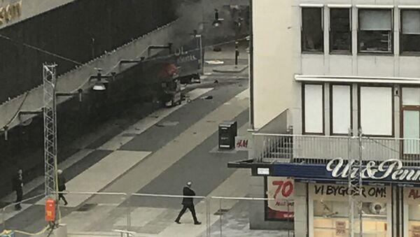 V centru Stockholmu najel nákladní vůz do lidí - Sputnik Česká republika