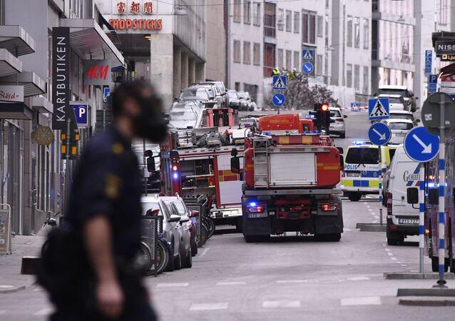 Nákladní vůz, který najel  do lidí v centru Stockholmu