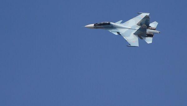 Истребитель Су-30 на втором отборочном этапе окружного конкурса Авиадартс-2017 на аэродроме Цнтральная Угловая в Приморском крае - Sputnik Česká republika