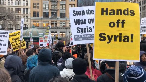V USA se konaly mítinky proti leteckému útoku na Sýrii - Sputnik Česká republika