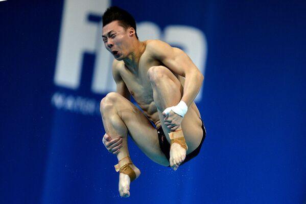 Aisen Chen ve finále soutěže v skocích do vody z můstku v etapě Světové série FINA v Kazani - Sputnik Česká republika