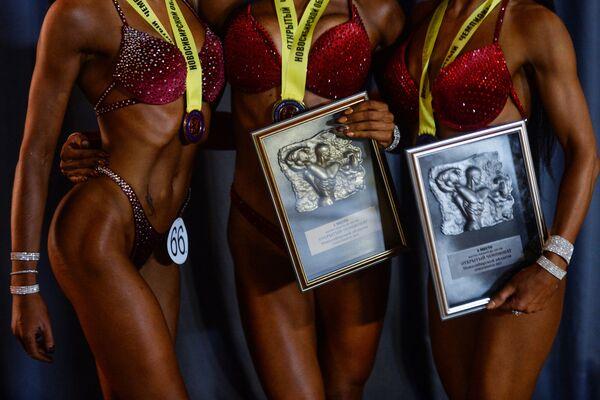 Mistrovství v bodybuildingu a fitnesu v Novosibirsku - Sputnik Česká republika