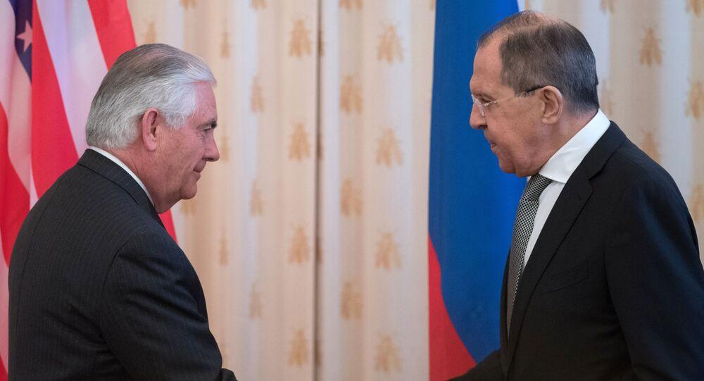Ruský ministr zahraničí Sergej Lavrov a jeho americký protějšek Rex Tillerson