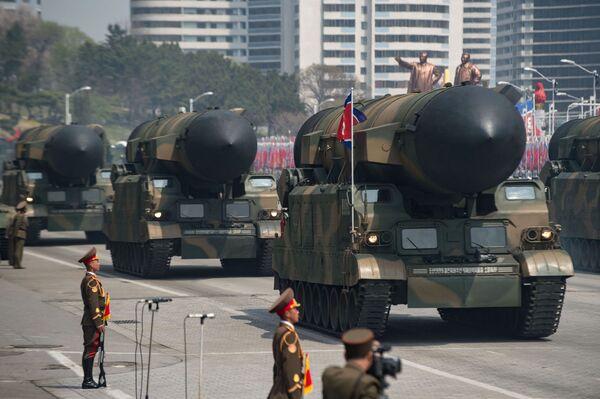 Vojenská přehlídka věnovaná 105. výročí narození Kim Ir-sena - Sputnik Česká republika