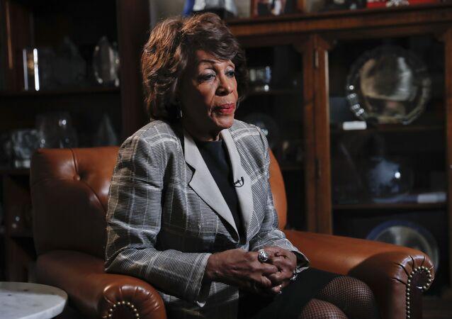Členka Sněmovny reprezentantů za Demokratickou stranu Maxine Watersová