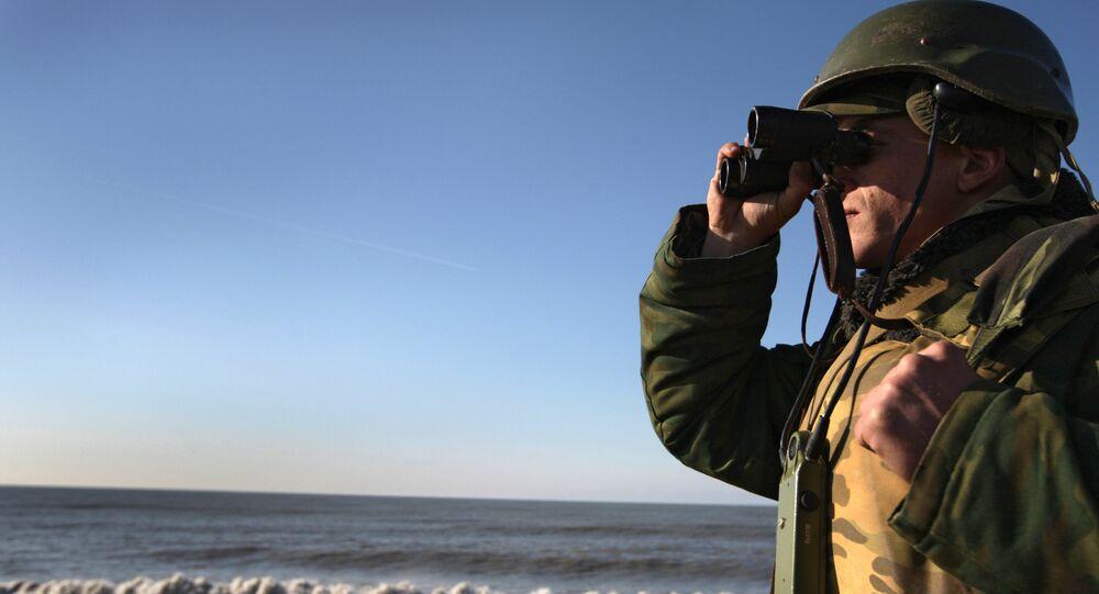 Voják s dalekohledem