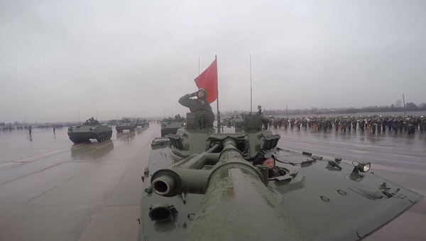 MO uvedlo videozáznam příprav bojové techniky na přehlídku Vítězství - Sputnik Česká republika
