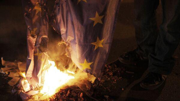 Hořící vlajka EU - Sputnik Česká republika