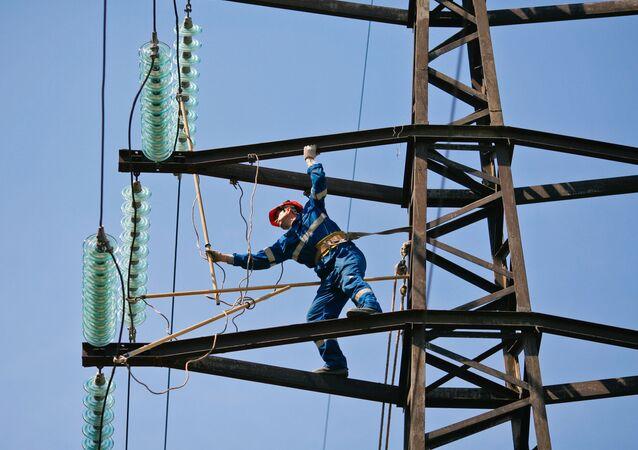 Oprava elektrického vedení. Ilustrační foto