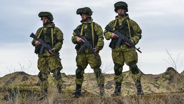 Ruští výsadkáři během cvičení na Krymu - Sputnik Česká republika