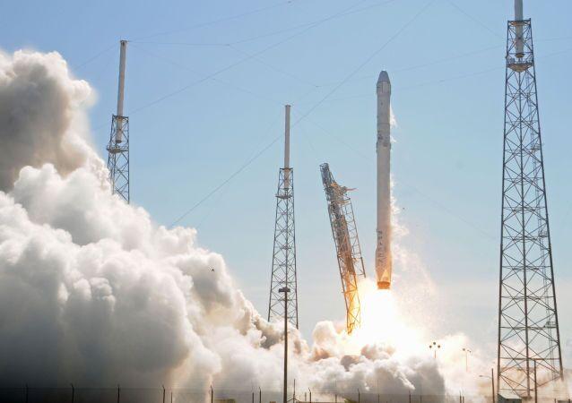 Start rakety Falcon 9. Ilustrační foto