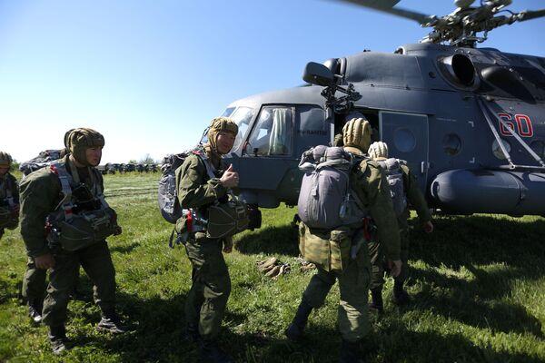 Výsadkářství z vrtulníků Mi-8AMTSh Terminátor - Sputnik Česká republika