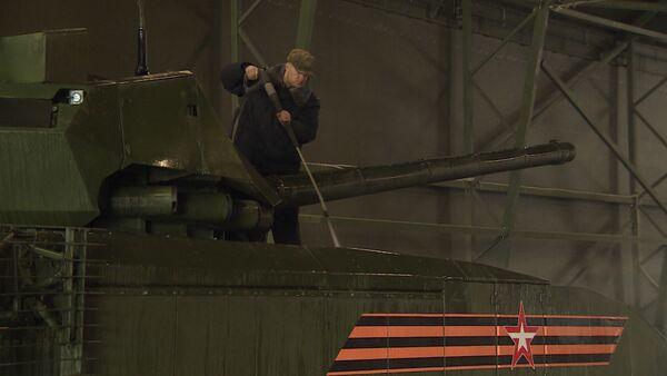Jak myjí Armatu: tanky a obrněnou techniku připravují k Přehlídce vítězství - Sputnik Česká republika