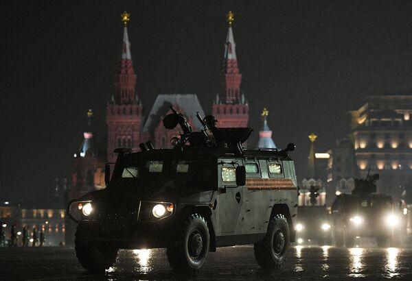 Noční zkouška přehlídky Vítězství v Moskvě - Sputnik Česká republika