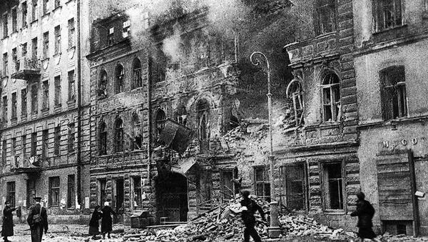 V ulici Majakovského v Leningradu během ostřelování německým dělostřelectvem - Sputnik Česká republika
