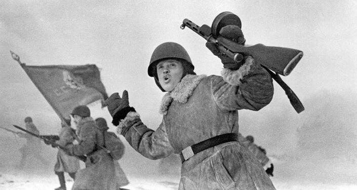 Ofenzíva u Leningradu. Vojáci Leningradského frontu jdou do útoku